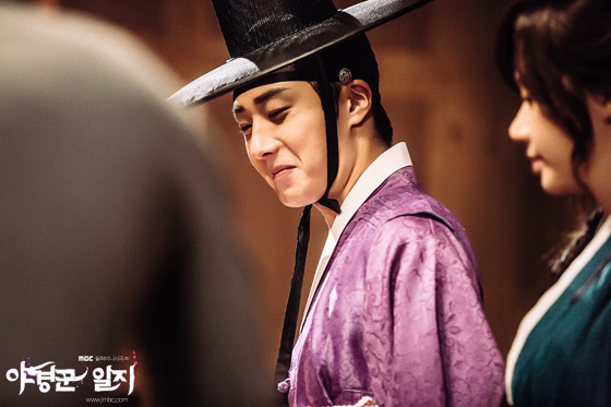 2014 9:10 Jung Il-woo in THe Night Watchman's Journal Episode 17 BTS 6