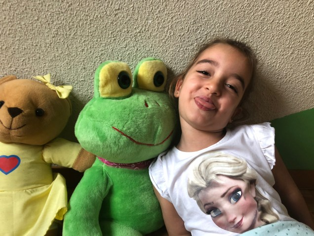 2018 7 6 Twins with their frogs. Madrid, Spain 2.jpg