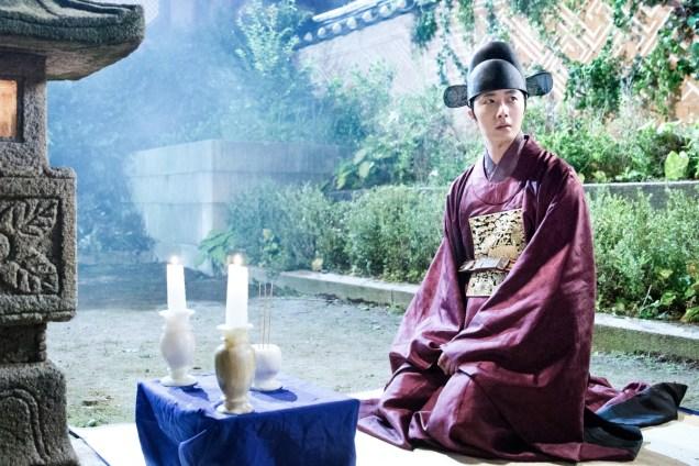 Jung II-woo in the Night Watchman's Journal Episode 5 BTS Cr. MBC 6
