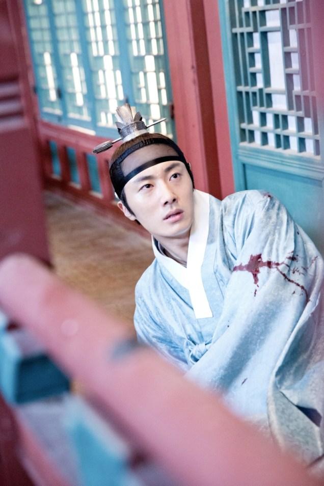 Jung II-woo in the Night Watchman's Journal Episode 6 BTS Cr. MBC 1