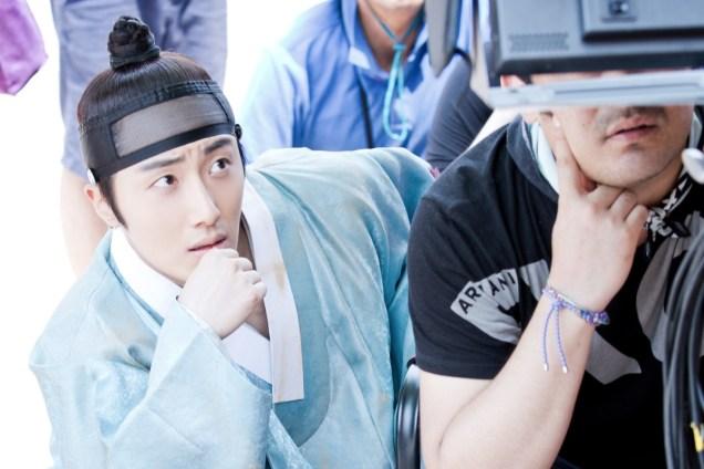 Jung II-woo in the Night Watchman's Journal Episode 6 BTS Cr. MBC 12