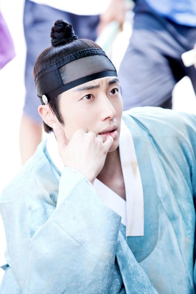 Jung II-woo in the Night Watchman's Journal Episode 6 BTS Cr. MBC 13