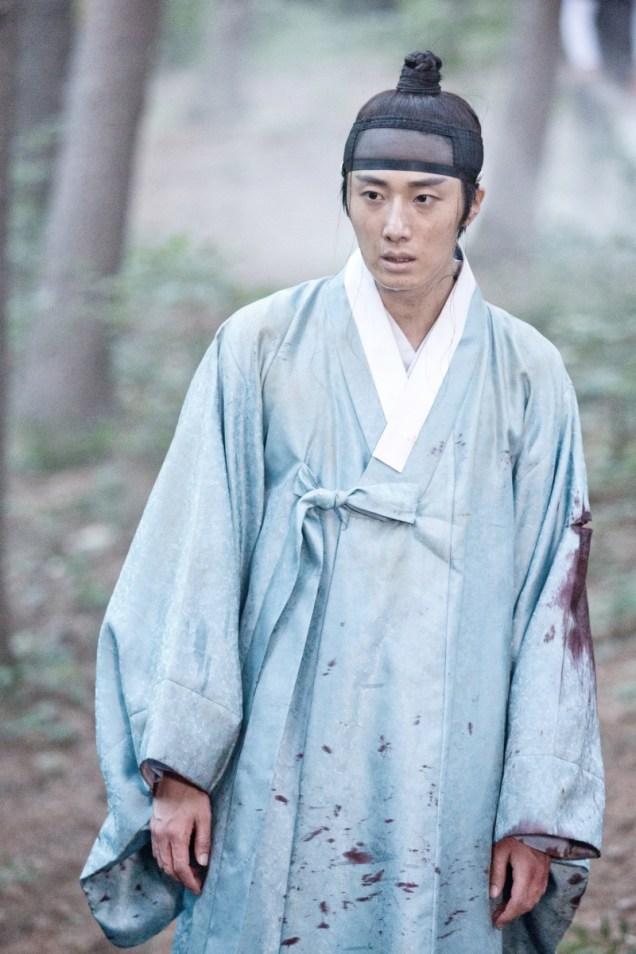 Jung II-woo in the Night Watchman's Journal Episode 6 BTS Cr. MBC 18