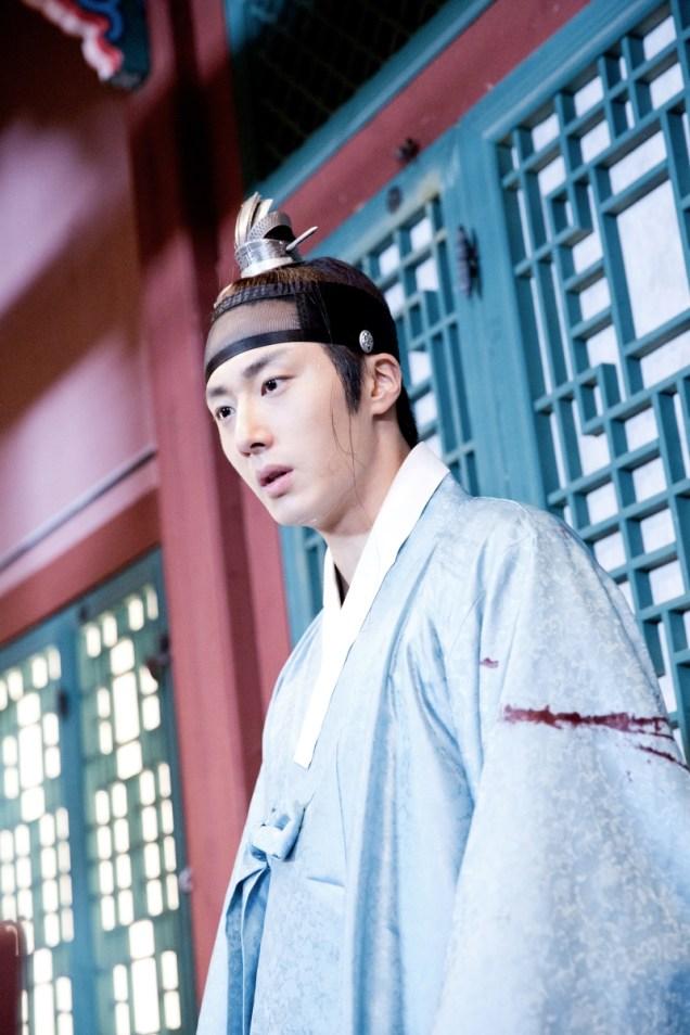 Jung II-woo in the Night Watchman's Journal Episode 6 BTS Cr. MBC 21