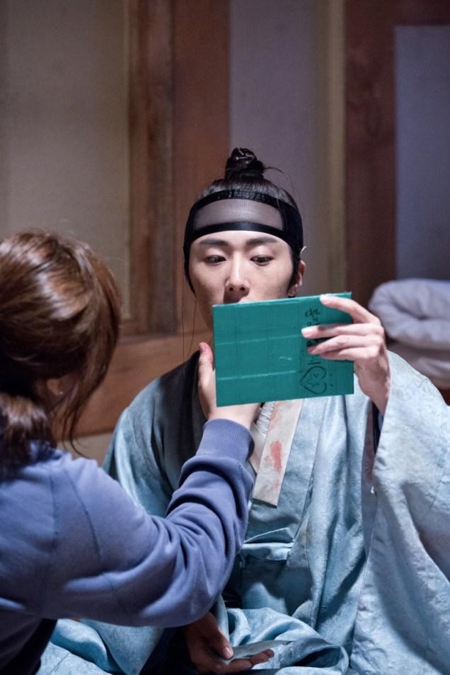 Jung II-woo in the Night Watchman's Journal Episode 6 BTS Cr. MBC 42