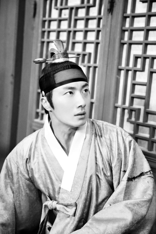 Jung II-woo in the Night Watchman's Journal Episode 6 BTS Cr. MBC 5