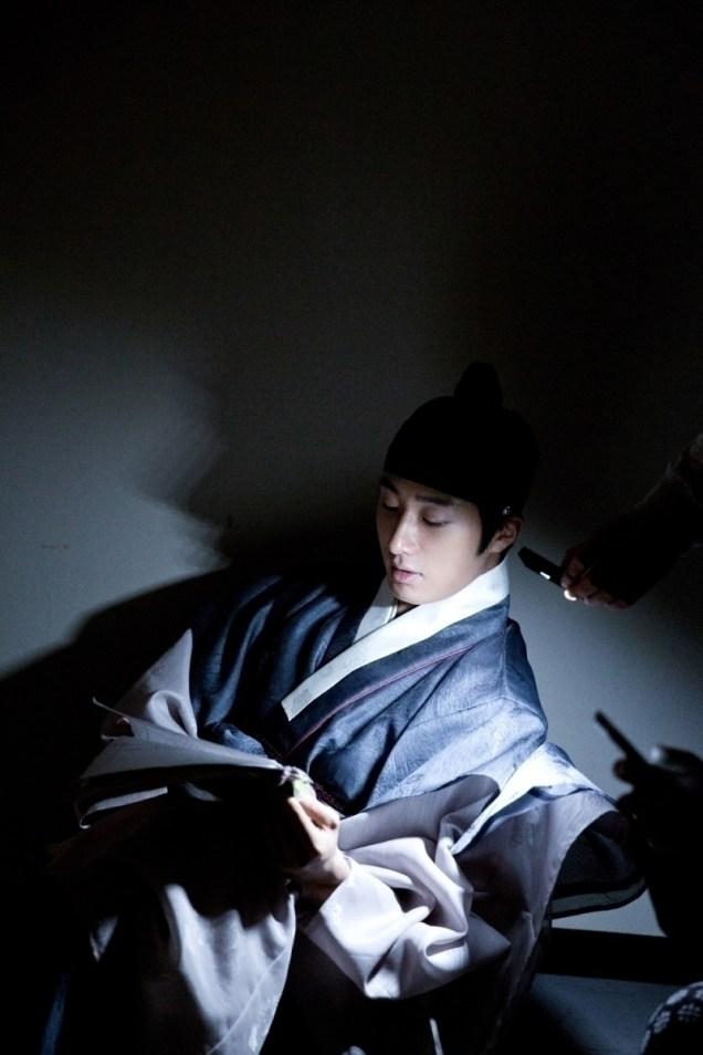 Jung II-woo in the Night Watchman's Journal Episode 7 BTS Part 2 Cr. jungilwoo.com 15
