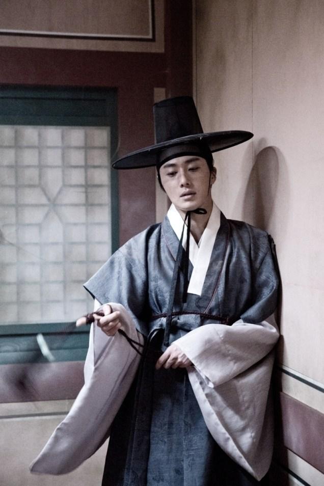 Jung II-woo in the Night Watchman's Journal Episode 7 BTS Part 2 Cr. jungilwoo.com 17