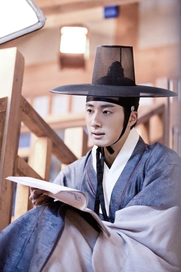 Jung II-woo in the Night Watchman's Journal Episode 8 BTS Part 2 Cr. jungilwoo.com 10