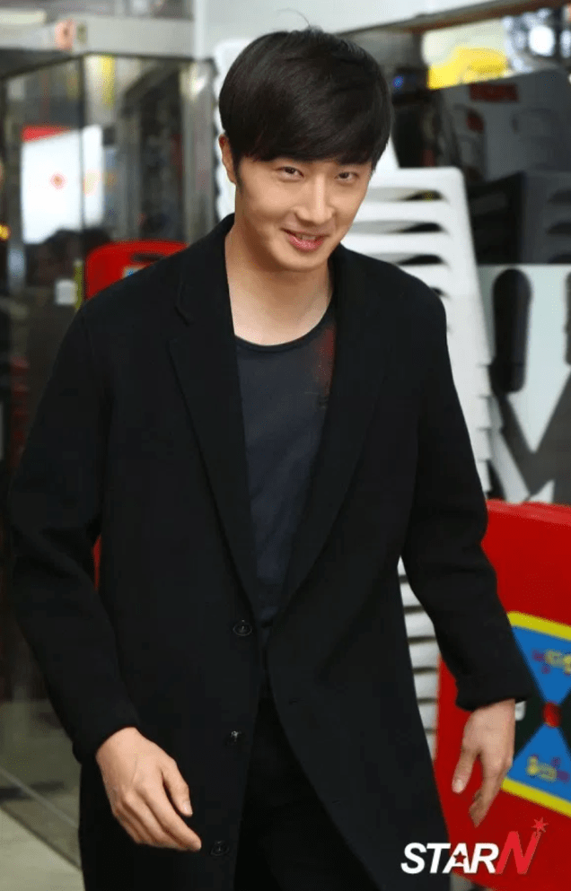 2014 10 21 Jung Il-woo in the After Party of The Night Watchman's Journal 5
