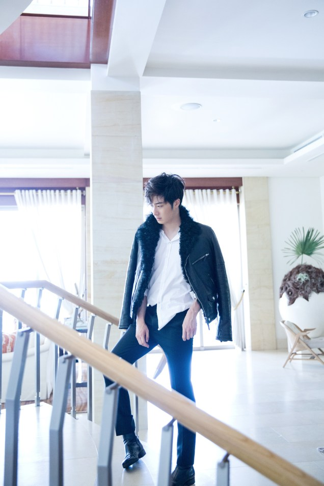 2014 10:11 Jung Il-woo in Bali for BNT International Part 2: Black Leather Furry Jacket Oasis 11