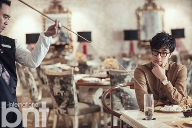 2014 10:11 Jung Il-woo in Bali for BNT International Part 3: At Restaurant with LOGO .jpg1