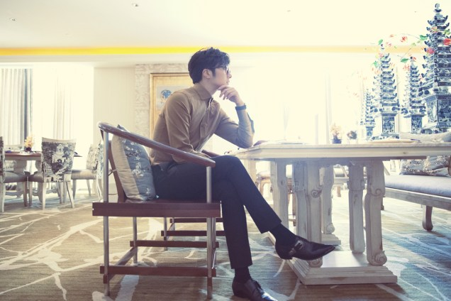2014 10:11 Jung Il-woo in Bali for BNT International Part 3: At Restaurant  .jpg2