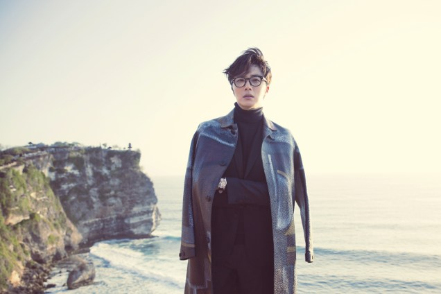 2014 10:11 Jung Il-woo in Bali for BNT International Part 3: Burberry Coat .jpg8