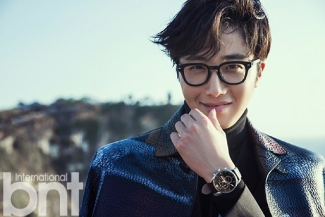 2014 10:11 Jung Il-woo in Bali for BNT International Part 3: Burberry Coat with LOGO .jpg1