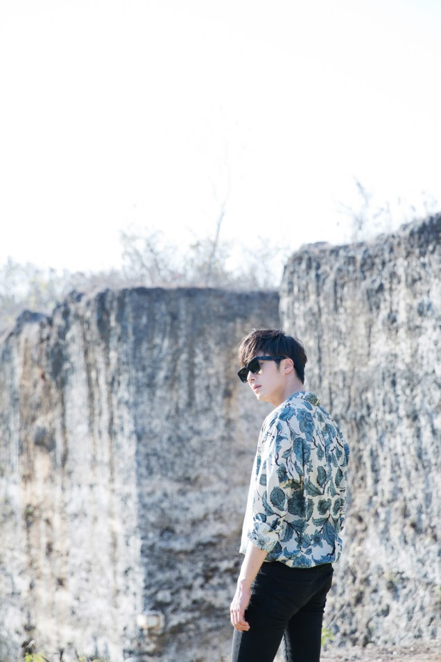 2014 10:11 Jung Il-woo in Bali for BNT International Part 3: Cliffy Goodness Cr.BNT International 1