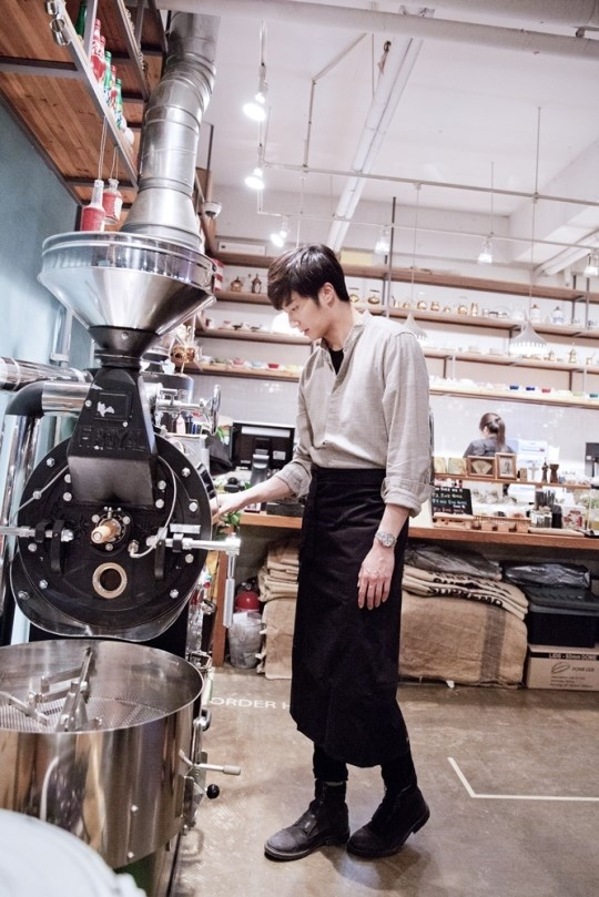 2014 11 13 Jung Il-woo makes coffee when he gets sentimental. Starcast 6