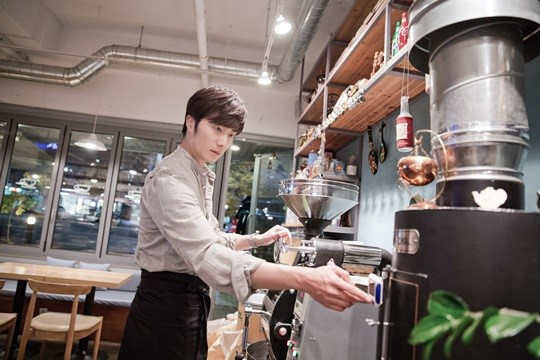 2014 11 13 Jung Il-woo makes coffee when he gets sentimental.  Starcast 7.jpg