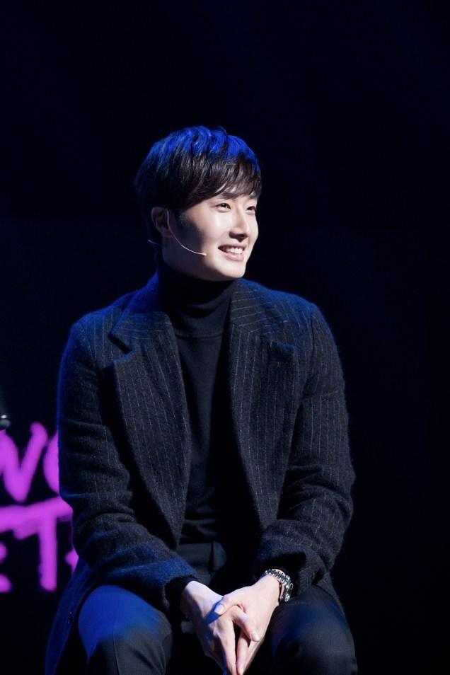 2014 11 22 Jung II-woo in his Fourth Korean Fan Meet. Cr.jungilwoo.com 27.jpg
