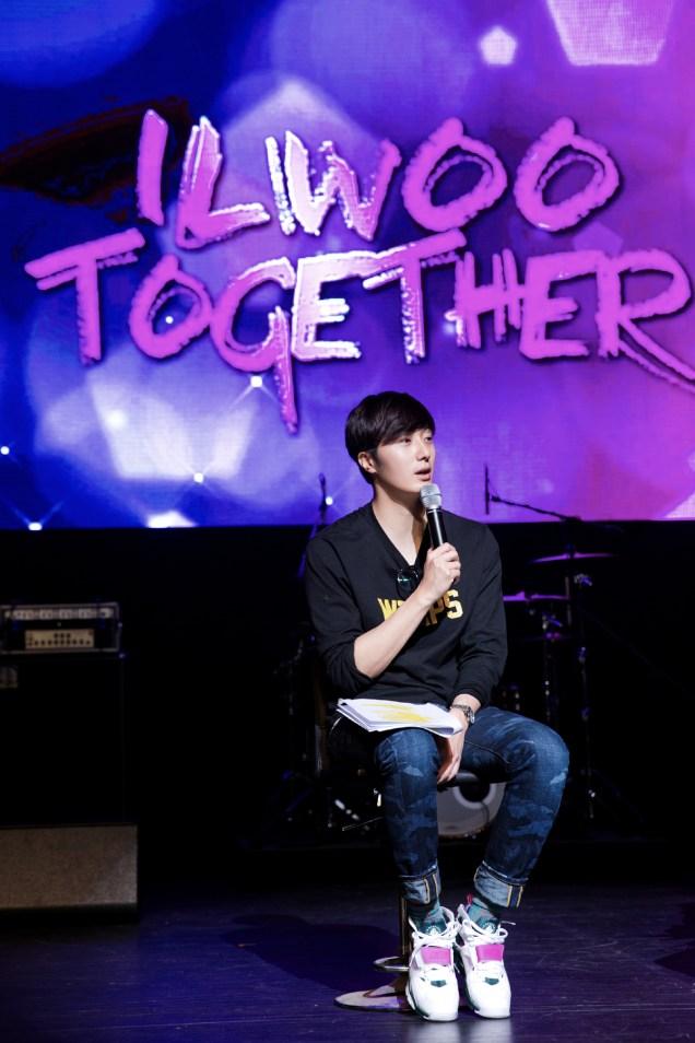 2014 11 22 Jung II-woo in his Fourth Korean Fan Meet. Cr.jungilwoo.com 6.jpg