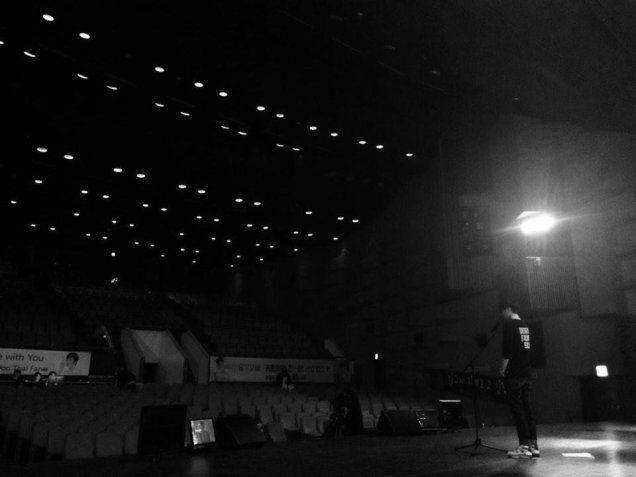 2014 11 22 Jung Il-woo rehearsing for Fan Meeting 2.jpg