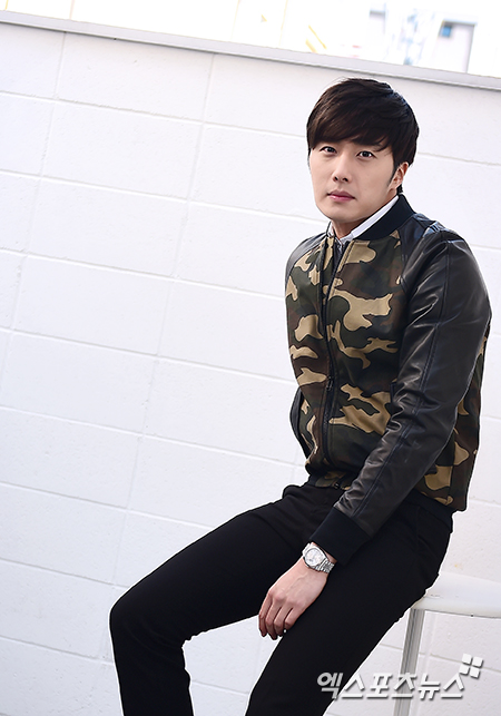 2014 11 Jung Il-woo in a camouflage jacket photo shoot 10