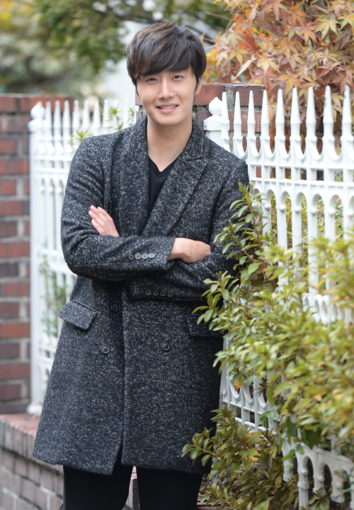 2014 12 10  Jung Il-woo in an interview in Shanghai, China. 1.jpg
