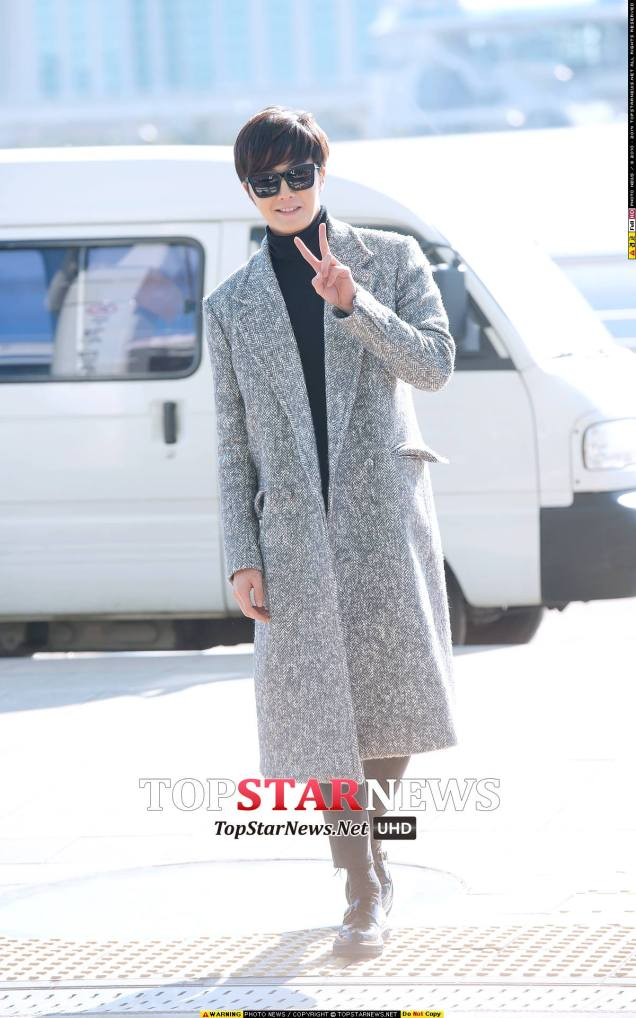 2014 12 2 Jung Il-woo at the airport via Normandy, France. 1