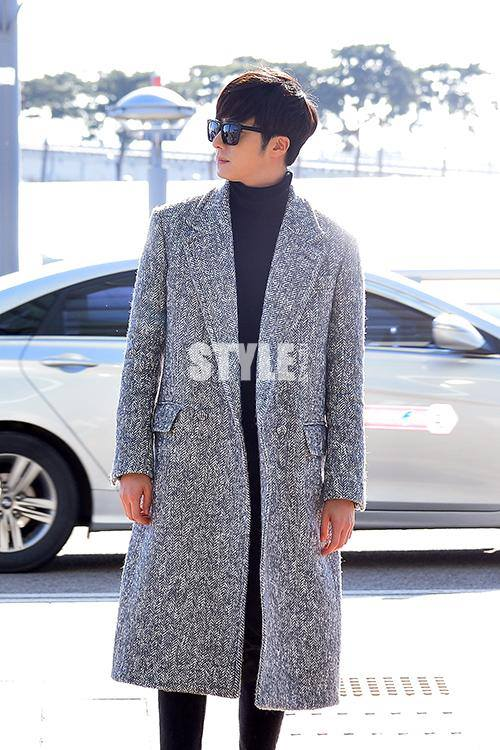 2014 12 2 Jung Il-woo at the airport via Normandy, France. 10