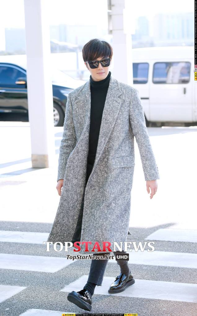 2014 12 2 Jung Il-woo at the airport via Normandy, France. 11