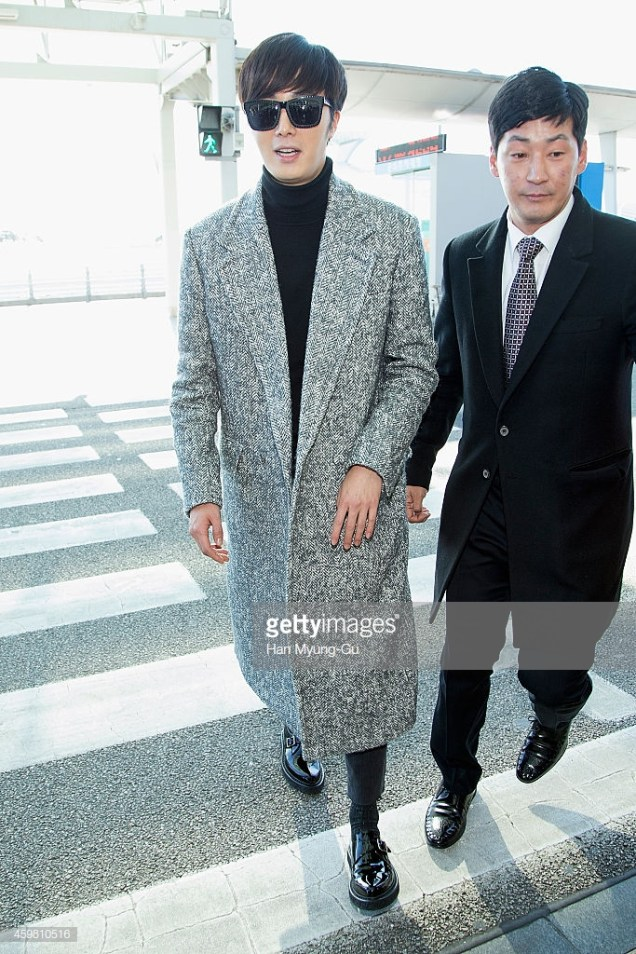 2014 12 2 Jung Il-woo at the airport via Normandy, France. 17