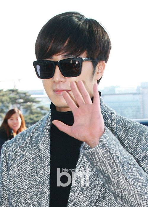 2014 12 2  Jung Il-woo at the airport via Normandy, France. 21.jpg