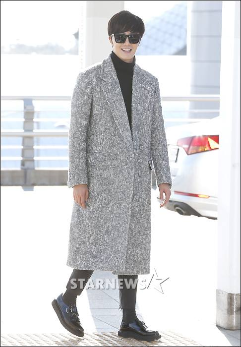 2014 12 2 Jung Il-woo at the airport via Normandy, France. 8