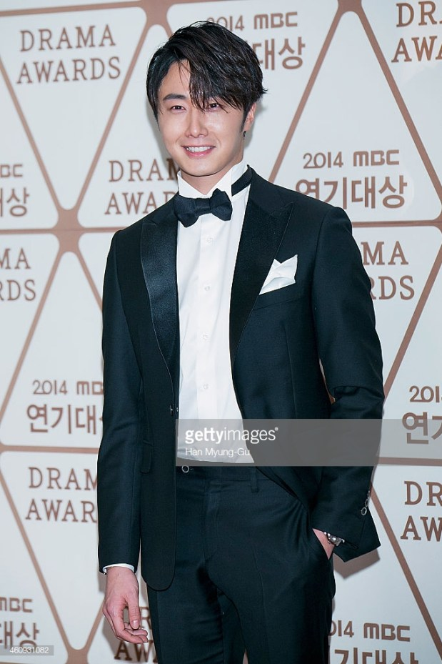2014 12 30 Jung Il-woo Red Carpet at the 2014 MBC Awards 9