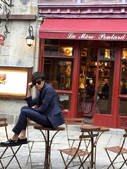 2014 12 Jung Il-woo for InStyle in France at Mont Saint Michel BTS .jpg4
