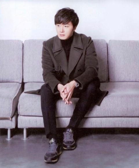 2014 Jung Il-woo in Riveriver Magazine Vol.05 1