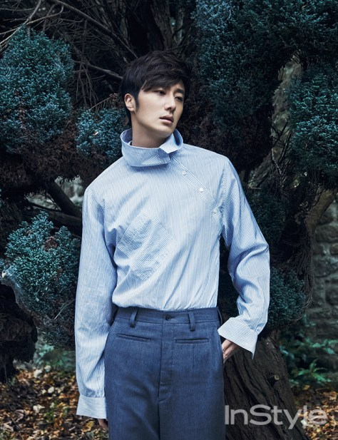 2015 3 Jung Il-woo at Mont Saint Michel for Style magazine Photo Shoot 2