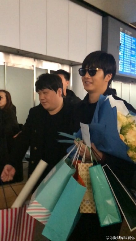 2015 1 31 Jung Il-woo travels to Beijing, China to the Fan Meeting. Airport photos.10