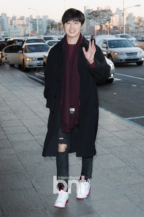 2015 1 31 Jung Il-woo travels to Beijing, China to the Fan Meeting. Airport photos.6