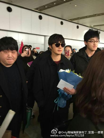 2015 1 31 Jung Il-woo travels to Beijing, China to the Fan Meeting. Airport photos.9