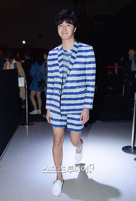 2015 3 21 Jung Il-woo at the Seoul Fashion Week wearing a Hong Hye-jin Design. 18