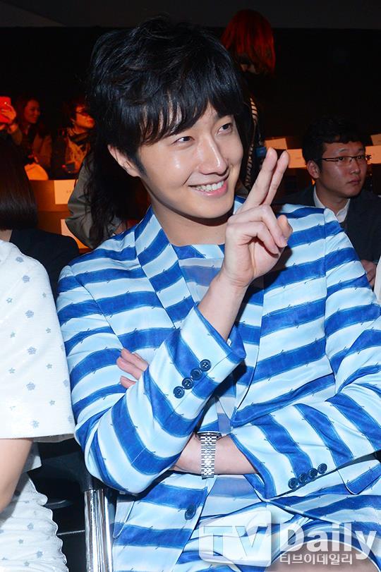 2015 3 21 Jung Il-woo at the Seoul Fashion Week wearing a Hong Hye-jin Design. 19