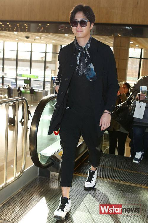 2015 3 Jung Il-woo at the airport in route to Star Chef filming in China 1