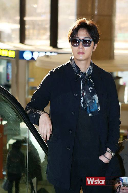 2015 3 Jung Il-woo at the airport in route to Star Chef filming in China 4