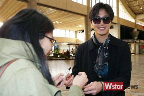 2015 3 Jung Il-woo at the airport in route to Star Chef filming in China 5