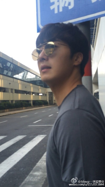 2015 3 Jung Il-woo at the airport in route to Star Chef filming in China C 9