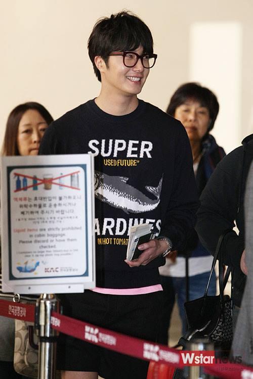 2015 4 25 Jung Il-woo in his Fan Meeting Rainbo-Woo in Tokyo, Japan. Arriving at the airport. 22.jpg