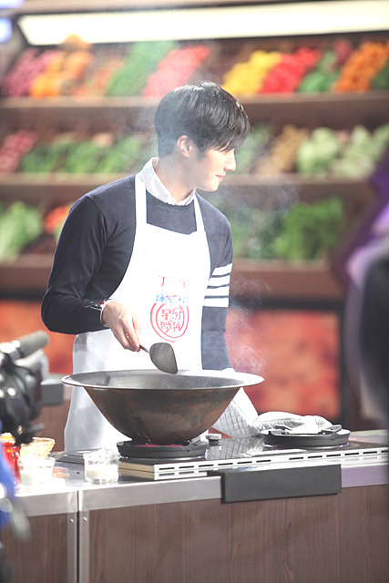 2015 4 Jung Il-woo in Star Chef Episode 1 15.jpg
