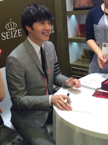 2015 5 19 Jung Il Woo attends the '2015 China Shanghai Cosmetics and Beauty Expo' 1