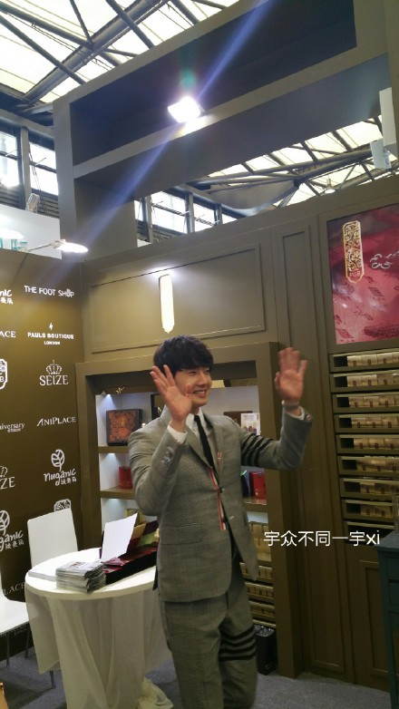 2015 5 19 Jung Il Woo attends the '2015 China Shanghai Cosmetics and Beauty Expo' 11